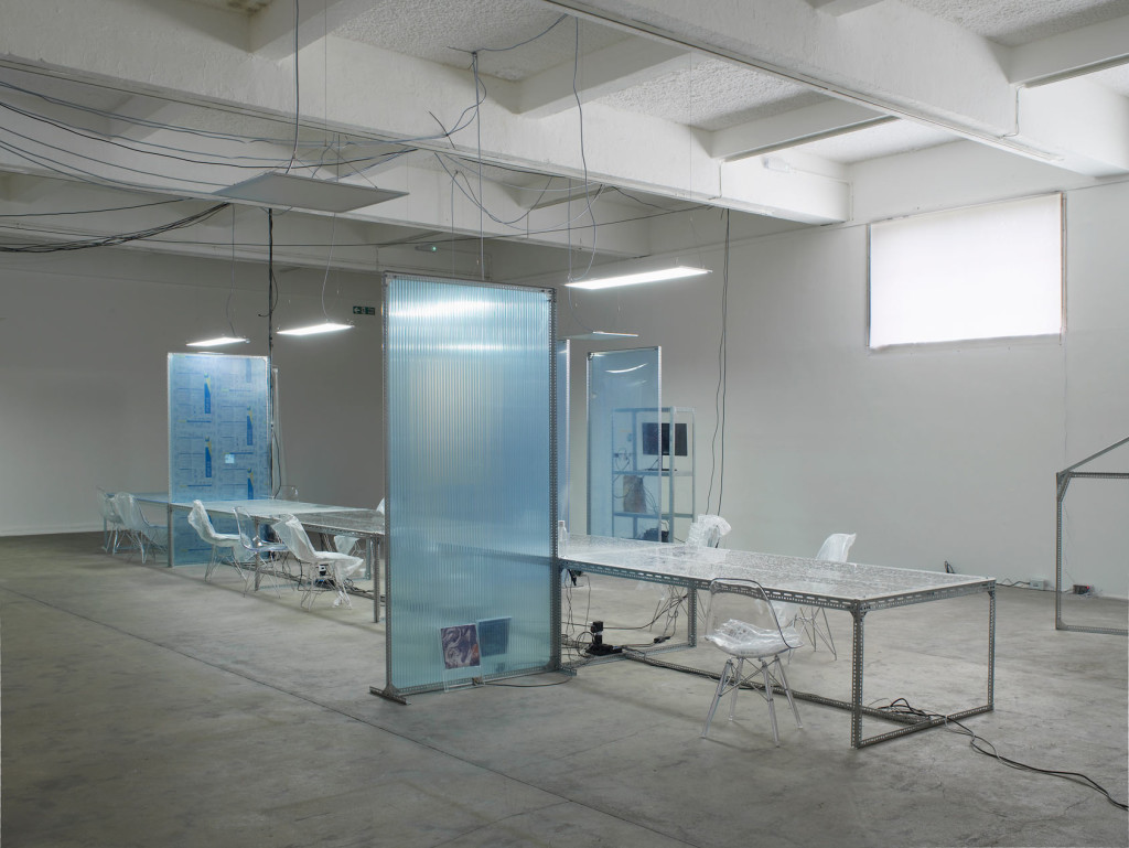 2.-YP_user,space_communal-table-for-user,-space-1_lights-on_Copyright-the-artist-and-mother's-tankstation