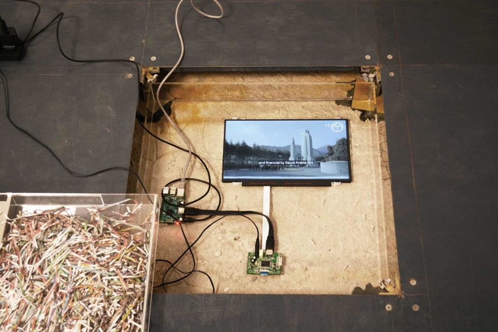 14.-context,-collapse_Installation-view_context-collapse-surveys_Copyright-the-artist-and-mother's-tankstation-limited