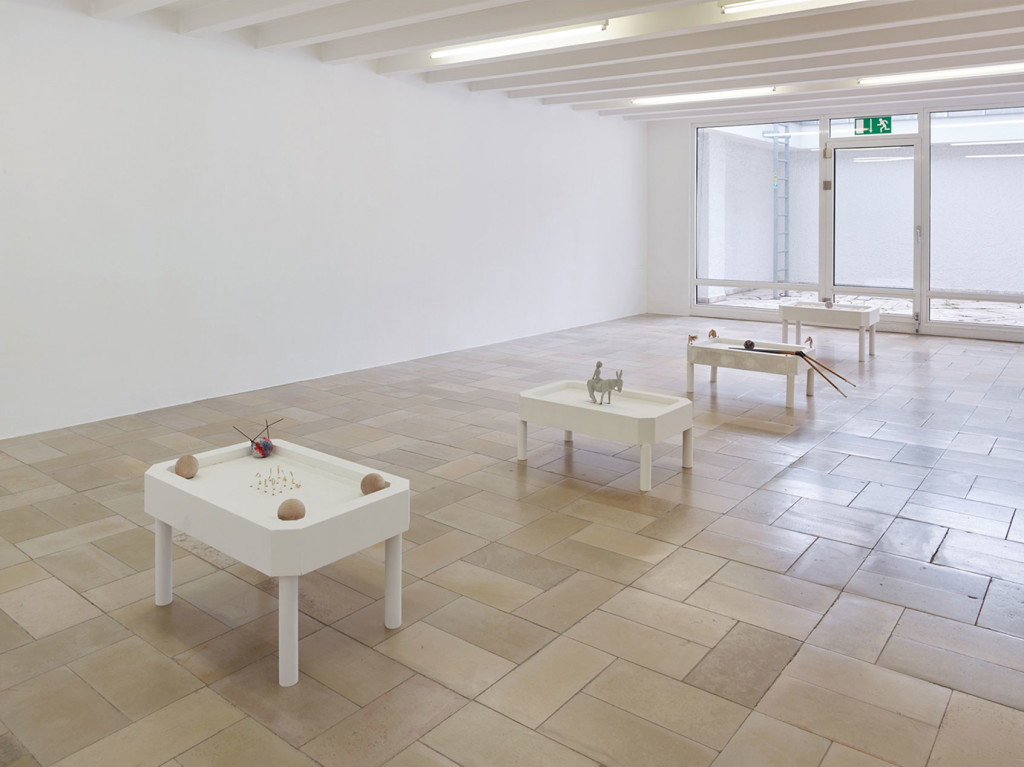10.-Sam-Anderson_Big-Bird_Kölnischer-Kunstverein_Installation-view_Rows,-Talley,-Liz,-Boats_Copyright-the-artist-and-mother's-tankstation-Dublin_London