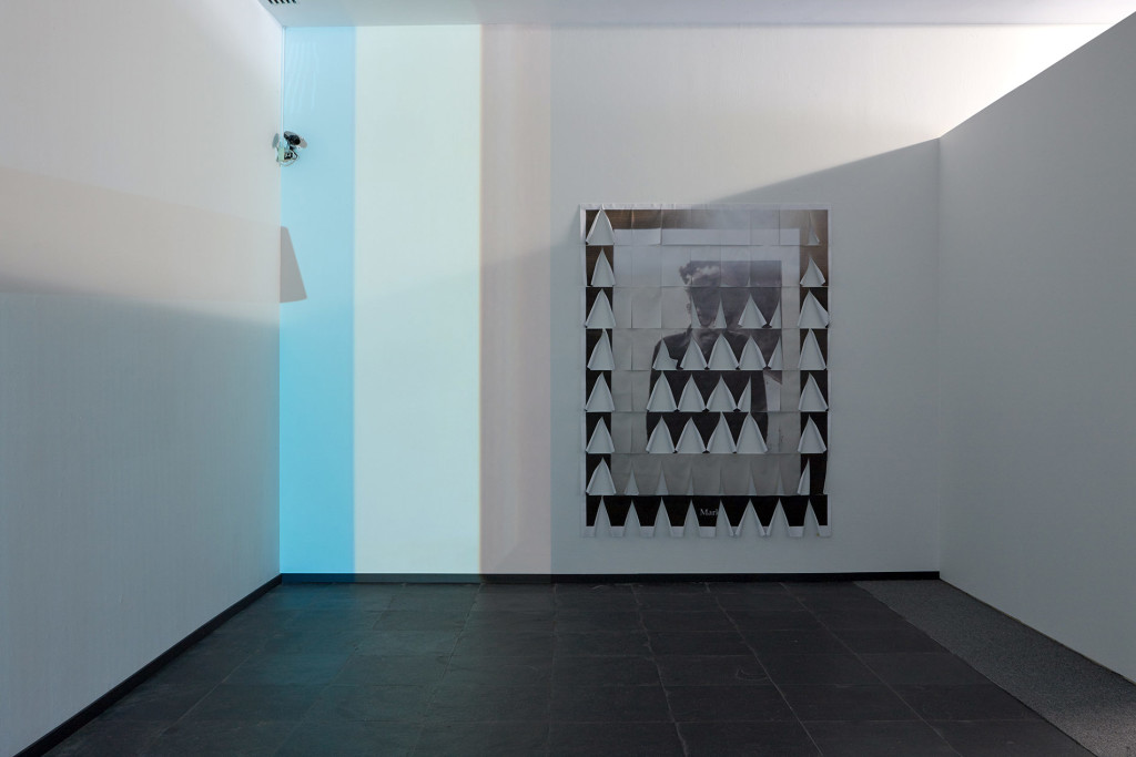 5.-Lee-Kit_A-small-sound-in-your-head_installation-view__Copyright-the-artist-and-mother's-tankstation