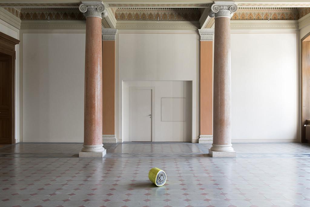 2.-Nina-Canell_Reflexologies_St-Gallen_Foyer_Installation-view_Sebastian-Stadler