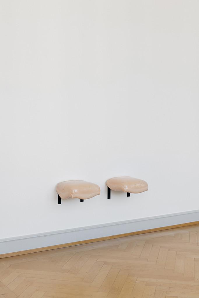6.-Nina-Canell_Reflexologies_St-Gallen_Gum-shelves_Installation-view_Sebastian-Stadler