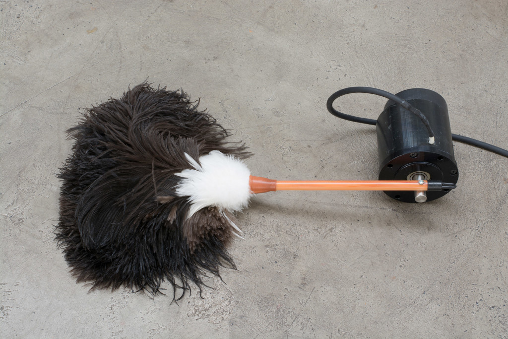 3.-Yuko-Mohri_painfully_2019_detail_stationary-feather-duster_slower-than-slowly_Copyright-the-artist-and-mother's-tankstation-limited