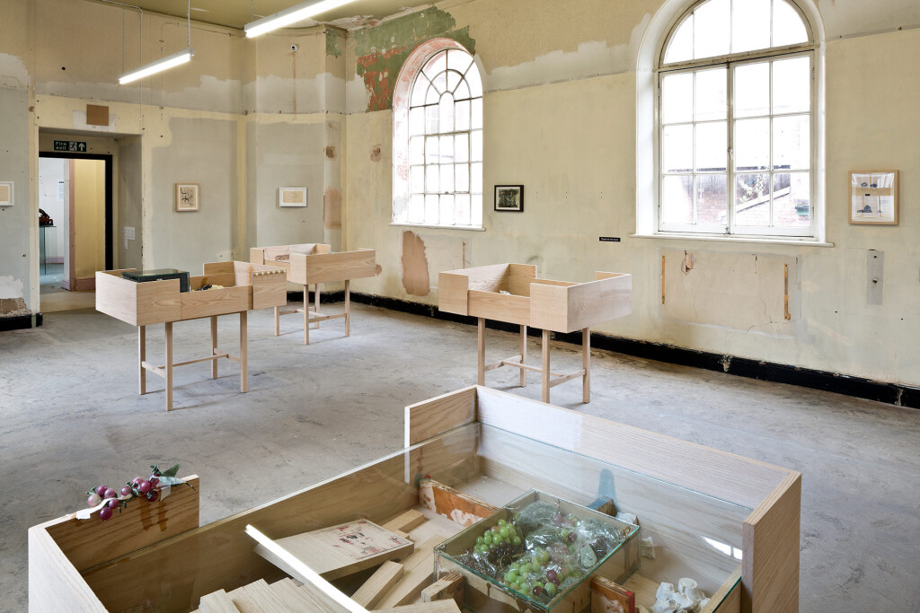 9.2.-Uri-Aran_A-Needle-Walks-into-a-Haystack_Liverpool-Biennial_Installation-view_Photo--Keith-Hunter,-Copright-the-artist-and-mother's-tankstation-limited