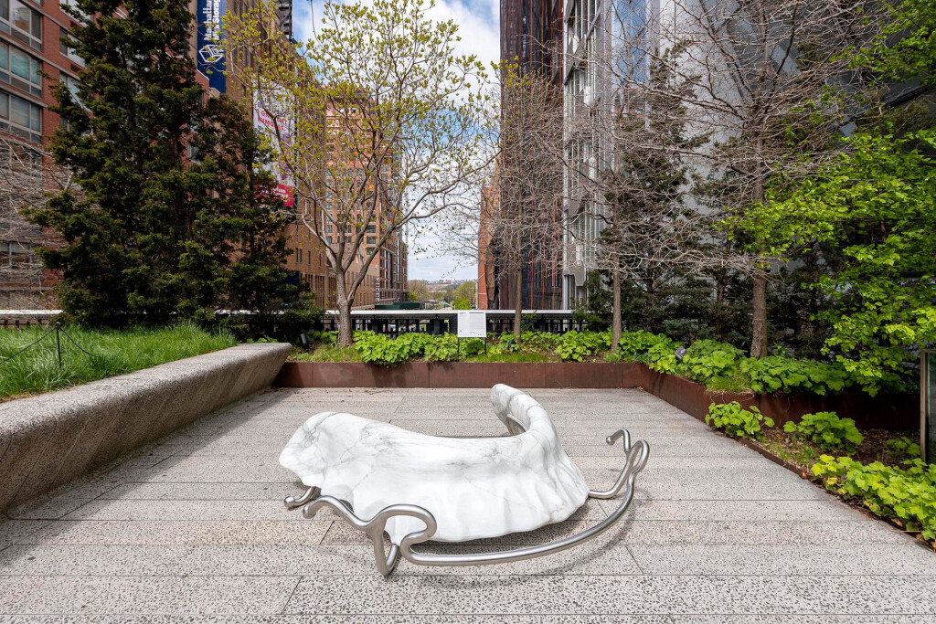 1.-Hannah-Levy_Retainer_2021_High-Line,-New-York_Installation-view_1_Copyright-the-artist-and-mother's-tankstation-limited