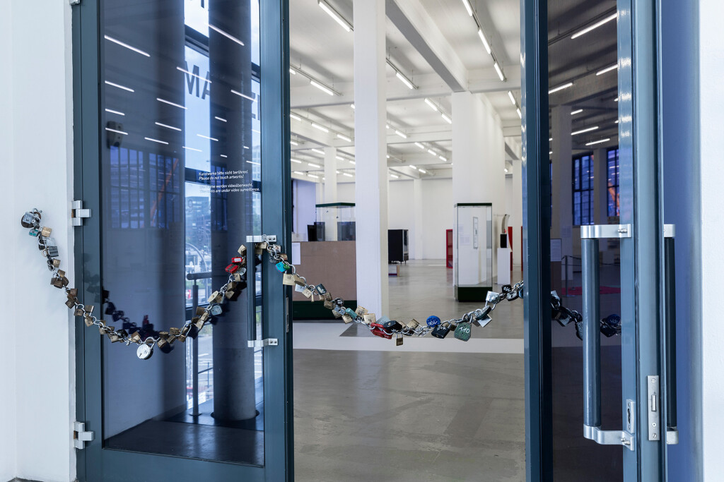 1.-YP_Lockchain-(1-out-of-n-locks)_Proof-of-stake,-Kunstverein-Hamburg_Installation-view_Copyright-the-artist-and-mother's-tankstation-limited