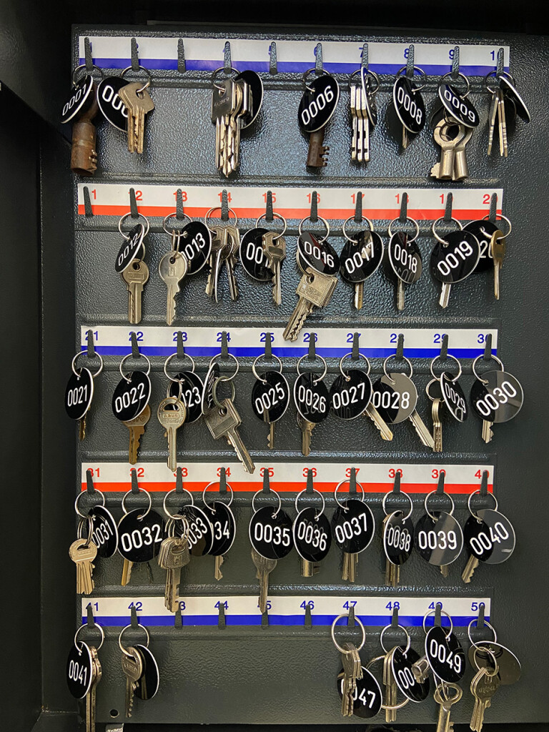 10.-YP_Lockchain-(1-out-of-n-locks)_Proof-of-stake,-Kunstverein-Hamburg_Installation-view_Copyright-the-artist-and-mother's-tankstation-limited