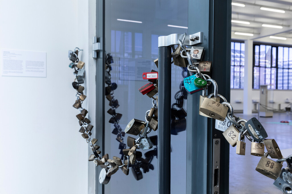 3.-YP_Lockchain-(1-out-of-n-locks)_Proof-of-stake,-Kunstverein-Hamburg_Installation-view_Copyright-the-artist-and-mother's-tankstation-limited
