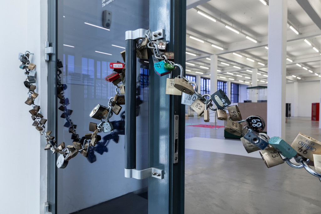 4.-YP_Lockchain-(1-out-of-n-locks)_Proof-of-stake,-Kunstverein-Hamburg_Installation-view_Copyright-the-artist-and-mother's-tankstation-limited