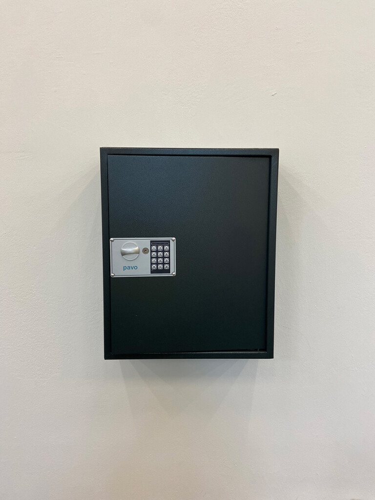8.-YP_Lockchain-(1-out-of-n-locks)_Proof-of-stake,-Kunstverein-Hamburg_Installation-view_Copyright-the-artist-and-mother's-tankstation-limited