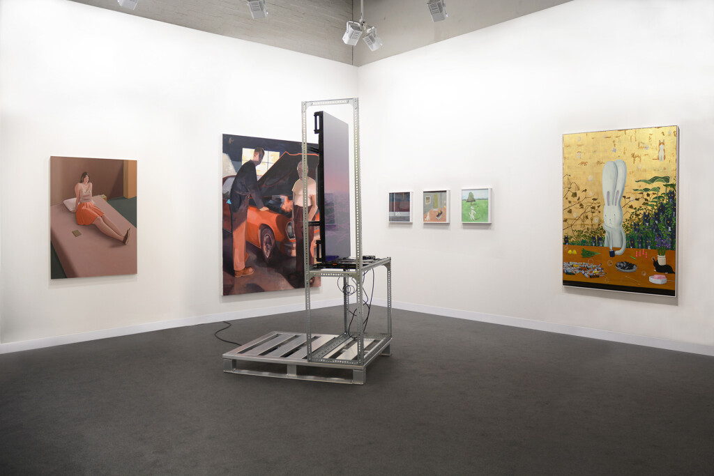 6.-Art-Basel-2021_Galleries_mother's-tankstation_Booth-installation-view_Copyright-the-artist-and-mother's-tankstation-limited